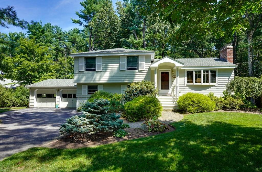 Single Family – 11 Meadowbrook Rd Bedford, MA 01730